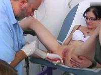 Frauen beim nackte frauenarzt ⚡ Ärzte Geile